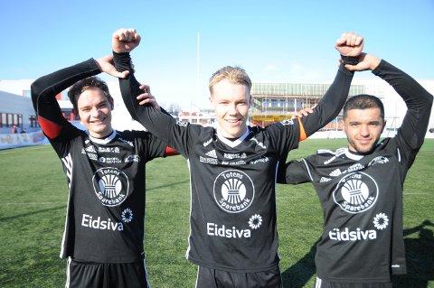 Målscorerne Simen Engelien (f.v), tomålscorer Henrik Gramm Myhre og Homayong Mohamedi.