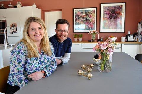 FAVORITTROMMET: – Kjøkkenet er det rommet vi er mest på, sier Kristin Engeli og Idar Stensvold.