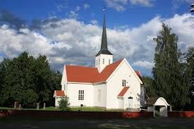 BIRI KIRKE: Ti personer ble smittet i forbindelse med en begravelse i Biri kirke.