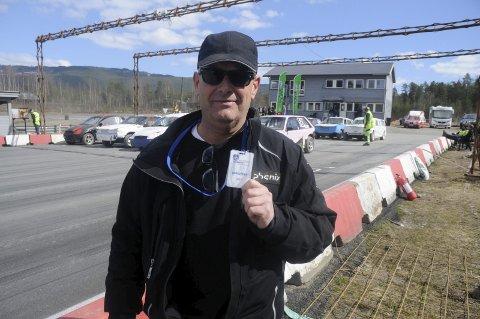 MOTIVERTE: Thore Wiggo Solberg og NMK Fluberg gleder seg til å ta imot 100 bilcrossere på Vinjarmoen lørdag.