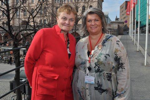 AP-TOPPER: Rigmor Aasrud (tv.) og Anita Ihle Steen utenfor landsmøtet i Oslo. FOTO: TERJE NILSEN