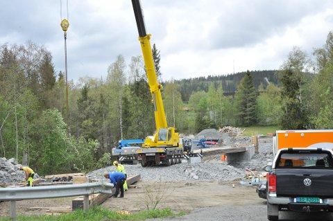TRAFIKKSIKKERHET: Ny bru over Hunnselva sør for Raufoss er et etterlengtet grep for å lose ungdom trygt over elva.