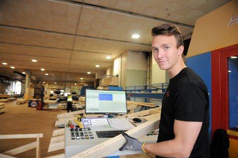 Petter Haugen har full kontroll på byggkomponentene han lager på dagtid, og håper å finne de riktige elementene som skal føre til seier mot Vardal i den OA-TV-sendte kampen