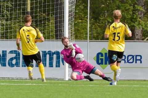 Rino Lund Johnsen spilte en avgjørende rolle da Raufoss 2 berget plassen i 3. divisjon. Tirsdag forlenget han kontrakten med Raufoss Fotball i to nye år.