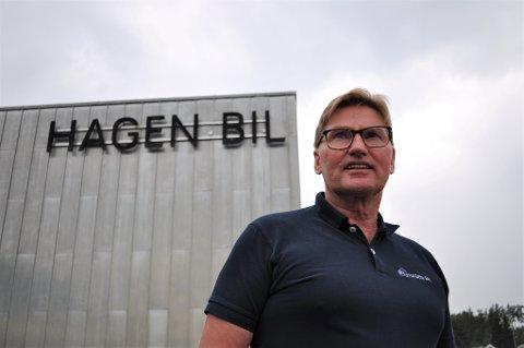 SÅ DET KNAKER: Bilforhandleren Hagen Bil AS gjør det svært godt de siste årene. De har allerede planer om å bygge ut de nye lokalene fra 2012.