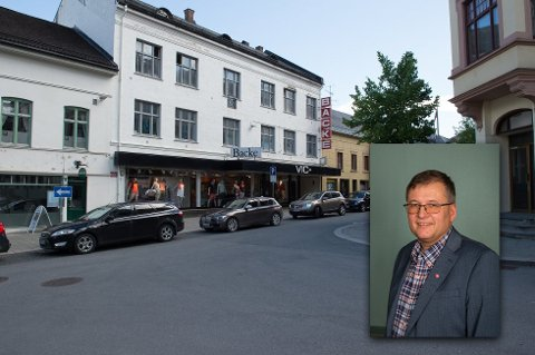 POSITIV: Arbeiderpartiets Even Solhaug er positiv til kommunens plan om å flytte parkeringsplasser fra gateplan over til parkeringshus, og mener det er god kapasitet i Gjøvik.