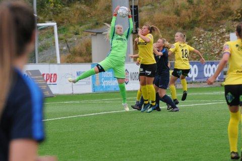 Mari Kristin Baardvik fra Eina debuterte i mål og reddet damelaget til Raufoss ut av keeperkrisen før toppkampen mot Frigg.