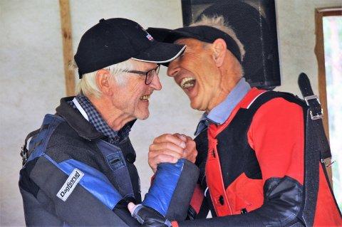 Odd Kolsrud (t.h) smilte bredt etter å ha vunnet omskytingen om sølvet med Tore Hartz fra Elverum.