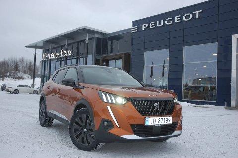 LED-DESIGN: Peugeot 2008 har fått en bastant front med tøffe LED-lysspalter.FOTO: ØYVIN SØRAA