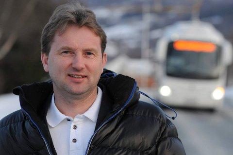 BETENKT: Ordfører Vidar Eltun er betenkt over at mobilnettet faller ut samtidig som det er uvær i fjellet og masse trafikk med flere ulykker på E16.