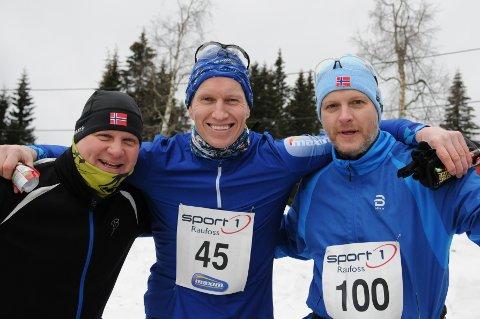 Frank Løke (i midten) har vært inspiratoren til brødrene Sjur (t.h) og Stig Larsstuen, etter at sistnevntes kone ga brødrene påmelding til Madshus Skimaraton i julegave.