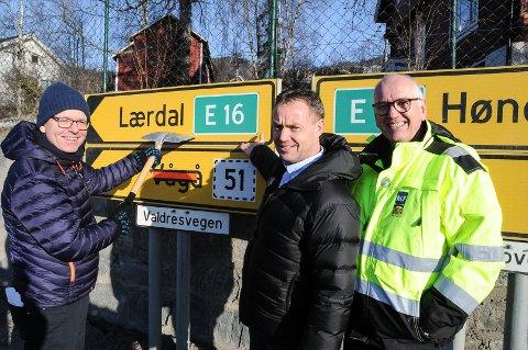 INN I NTP IGJEN: NHO-direktør i Innlandet, Jon Kristiansen, ordfører Knut Einar Fjelltun og lastebilforbundets  Guttorm Tysnes er samstemte om å prioritere ny E16 forbi Fagernes. Foto: Ingvar Skattebu