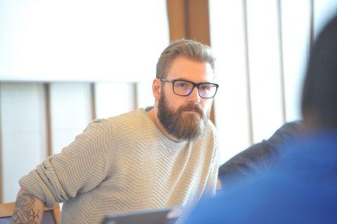 BØYER IKKE AV: Ordfører Stian Olafsen (Ap) avviste opposisjonens krav om befaring i Fjordgata. Hans lag vil komme i gang med byggingen av trygg skolevei.