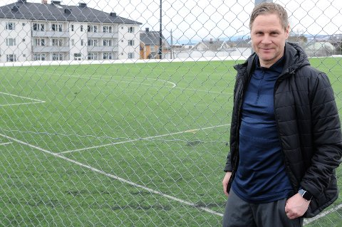 Med litt hjelp klarte Geir Langedrag å oppspore personen fra Tromsø som hadde registrert flere domenenavn med Gjøvik-Lyn i.