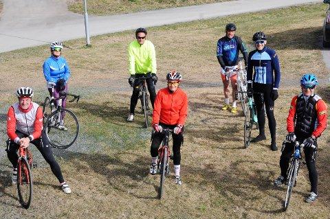 Triatlon-gjengen som testet «OA-trippel'n» lørdag. Foran fra venstre Jan Olav Endrerud, Marianne Fredrikstad og Jan Tore Karlsen. Bak fra venstre Brit Einseth, Roger Myhrvold, Geir Sveum og Tom Gullberg.