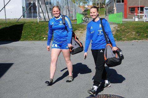 Julie Engen Heier (t.v) og Ingvild Thomassen Gusdal er strålende fornøyde med å kunne gå på trening igjen i Campus Arena Gjøvik.