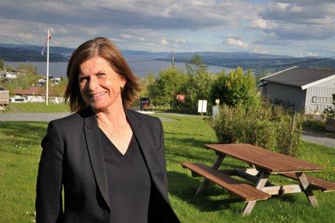 SATSER PÅ EIENDOMSUTVIKLING: Lise Bratland Hansen i Gundersen Living AS på Gjøvik leter etter attrakive tomter, slik som denne utsiktstomten i Panoramvegen på Gjøvik.
