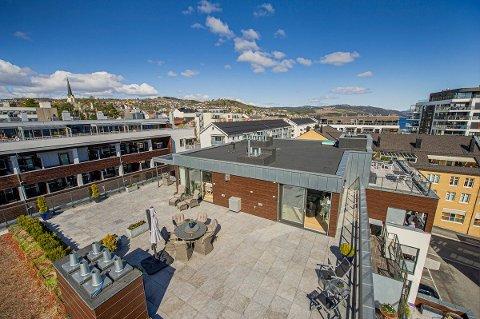SPESIELL KÅK: En takterrasse på 190 kvadrat er blant fasilitetene til leiligheten som gikk for nærmere 11 millioner kroner.