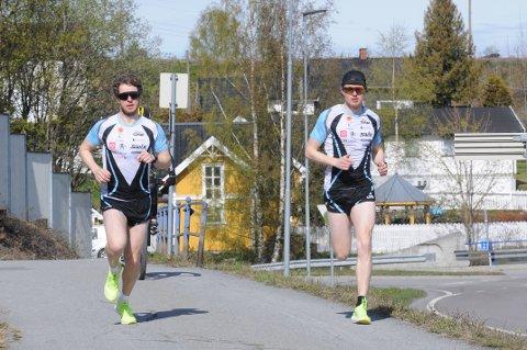Mårten Soleng Skinstad (t.h) slo storebror Petter med fem sekunder da de testet 5-kilometeren i OA-trippel'n.