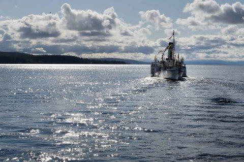 SVANEN: Her avbildet på en godværsdag, men en stormfull kveld i juni skjedde det en ulykke i forbindelse med at båten la til kai i Gjøvik. Matrosen ble ikke alvorlig skadd, og var sykemeldt i en uke etter ulykken.