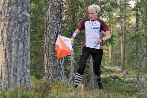 Sune Raknes Sogstad fra Gjø-Vard løp inn til gull på langdistansen i KM i juniorklassa.