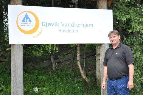 SKAL RYDDE OPP: Daglig leder Steffen Csirmaz lover at vandrerhjemmet skal ordne opp i avvikene Arbeidstilsynet avdekket ved et tilsyn tidligere i år.