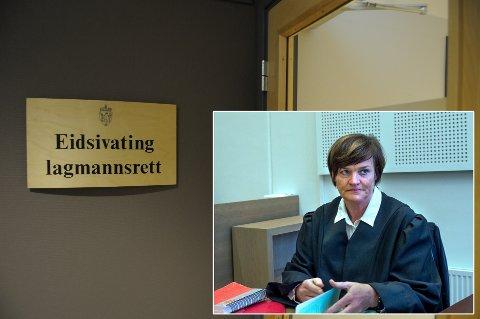 FORSVARER: Advokat Mette Yvonne Larsen har bistått legen i flere år, først som forsvarer, siden som advokat.