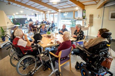 GJENINNFØRES: Beboerne ved Åslundmarka vil få tilbake middagsserveringen i kantina på lørdager fra og med  16. oktober.