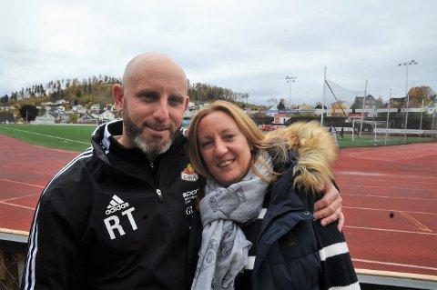 TRIVES: Richard Taylor og samboer Helen er glade i Gjøvik og SK Gjøvik-Lyn.