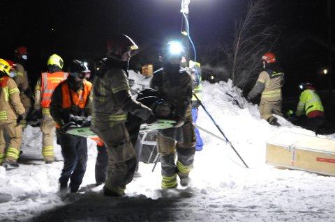 ØVELSE: Tirsdag ettermiddag trykka nødetatene i Valdres på den store røde knappen. De hadde fått melding om et stort snøskred hvor flere personer var tatt. Heldigvis var det hele bare en øvelse.