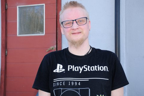 OPTIMIST: Simen Solberg (31) er alenefar og arbeidsledig, men han nekter å gi opp håpet på ei bedre framtid. Nå ser han endelig lys i tunnelen.