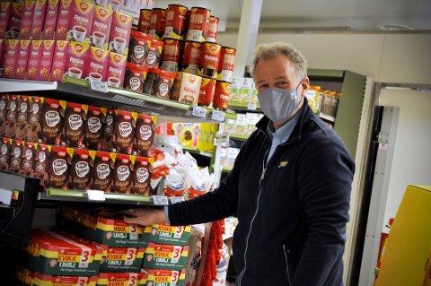 SPENT: Harald Lasskogen, daglig leder ved Vasetsenteret er spent på hvordan påsketrafikken i butikken blir.
