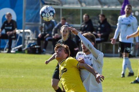 TØFF START: Teodor Berg Haltvik og Raufoss møtte tøff motstand og tapte 0-3 mot Rosenborg.