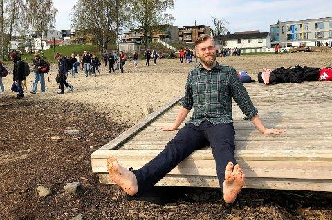 FORNØYD: Parksjef Torgeir Haglund Norli på flytebrygga i Rambekkvika