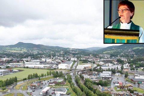 REAGERER: Gerd TH. Christensen mener folk bør holde seg for gode til å fordele skyld etter tragedien i Brumunddal.