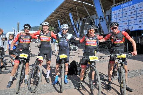 Fem spreke sykkelryttere fra Raufoss og Gjøvik CK; fra venstre Odd Erlend Hansen Berg, Martin Røste Omdahl, Vidar Mehl, Roar Solli og Jonas Bergli.