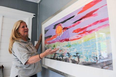 KUNSTUTSTILLING PÅ EKER GÅRD: Arrangør, Berit Østenby, ser frem til å utstille Ari Behns verk.