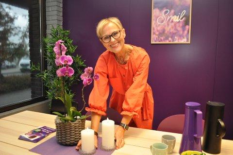 LIKER NYE UTFORDRINGER: Liv Karin Kval liker utfordringer. Da hun fylte 62 år tidligere i år, gikk hun ned til 60 prosent stilling som demensrådgiver, og startet Feelgood-senter på Lena.