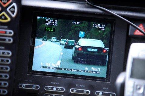 MÅLING: Politiet målte bilen til 140,4 km/t i 90-sonen på E6 i Ski.