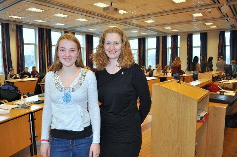 Elise Ek Haug (f.v), syntes det var stas å være ordfører for en dag. Her sammen med ordfører i Ski kommune, Tuva Moflag. Foto: Silje Andersen