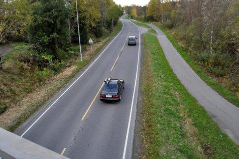 FØLG FARTSGRENSEN: Mellom Langhus stasjon og Langhus senter er fartsgrensen 60 kilometer i timen.