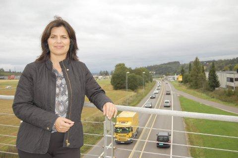 SKREKKEKSEMPEL: NHO-direktør for Oslo og Akershus, Nina Solli, mener planleggingstiden for store samferdselsprosjekter kan halveres sammenlignet med mange prosjekter i dag. E18 Retvet-Vinterbro er et godt – eller heller dårlig – eksempel.FOTO: METTE KVITLE
