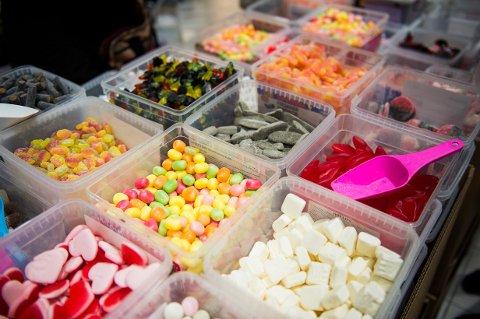 Priskrig på smågodt og godteri er igang igjen. I noen butikker er kiloprisen på 29 kroner. Foto: Fredrik Varfjell / NTB scanpix