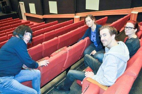 GODT BRUKT: - Folk er glad i setene, men kommenterer at de er slitt, sier Tone Vik, Martin Øsmundset, Camilla Sæbjørnsen og Myfanwy Moore.
