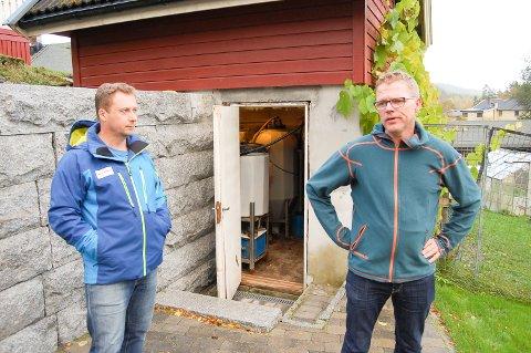 FORSKJELLSBEHANDLING: Thomas Haugen (til venstre) og Øyvind Halseth reagerer på at de får dagbøter når så mange andre i nabolaget har fått utsettelse eller dispensasjon.