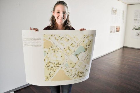 TEGNER ÅS: Pia Straumsnes og hennes gruppe har sett på området rundt Meieirikrysset.  Vi er spente på mottagelsen, sier hun.