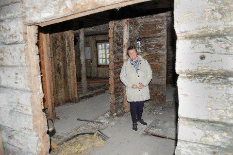 JULEGAVE: - Nå har vi penger til å sette i gang første byggetrinn, sier en jublende glad Hanne Støkken om gaven Brønnerud grendehus får fra Sparebankstiftelsen.