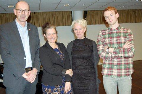ÅS BLIR ALENE: - Jeg er fornøyd, sier ordfører Ola Nordal (Ap). Her sammenmed Marianne Røed (Sp), Laila P. Nordsveen (Ap) og Eskild Gausemel Berge (SV) etter at flertallet har støttet opp om Ås som egen kommune.