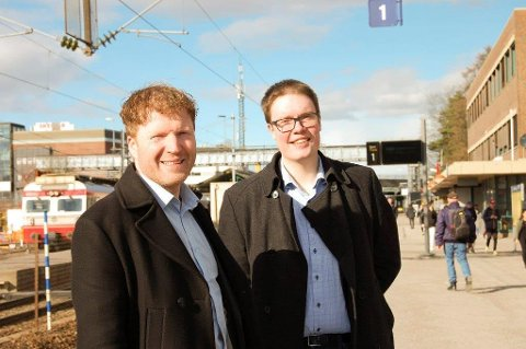 KLARE TIL KAMP: Sigbjørn Gjelsvik og Morten Vollset representerer Akershus Senterparti på landsmøte ti Trondheim i helgen.