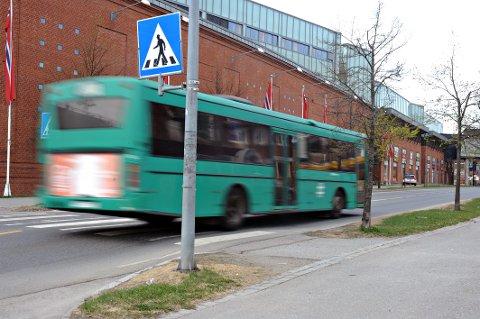 UVERDIG: Tonje Brenna i Akershus Ap mener sanitærfoholdene for bussjåførene i vårt område er uverdige. Nå vil hun ta opp saken med fylkesordføreren.